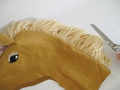 stick horse pattern and tutorial .... great pictures