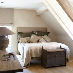 Bedroom done with Lime Paint / kalkverf Pure & Original in the color River Silt.Hoven published in Wonen Landelijke Stijl. Attic Renovation, Attic Remodel, Lime Paint, Bedroom Paint Colors, Master Bedroom Design, Modern Country, Home And Living, Pure Products, Interior Design