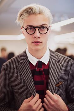 http://www.strangeforeignbeauty.com/post/107940462221/lucky-blue-at-dunhill-aw15-backstage-by-ieva