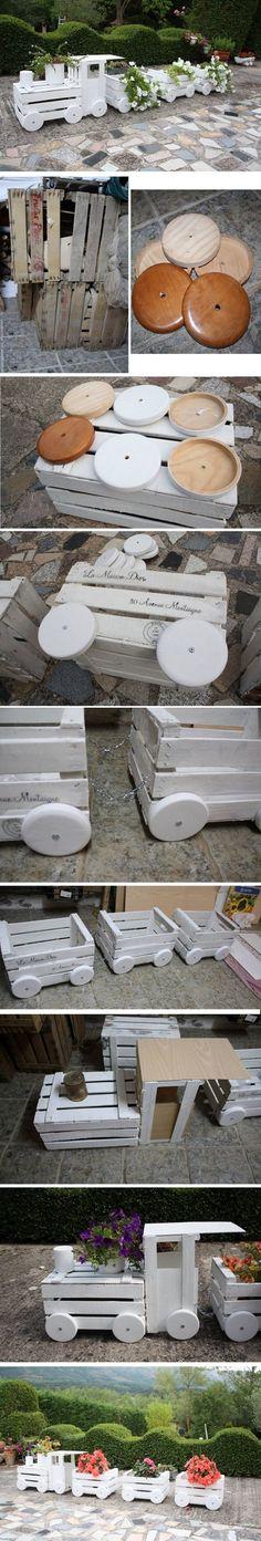 Construir un tren hecho fuera de cajas viejas Más