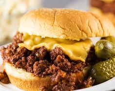 Here's an easy slow cooker sloppy joes recipe that is perfect for any weeknight meal. These So Easy Sloppy Joes with Homemade Sauce will get your family excited about dinner and satisfy their rumbling bellies. What an easy ground beef recipe.