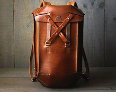 Leather Backpack Men's Backpack Leather Rucksack Bag | Etsy Retro Backpack, Men's Backpack, Hiking Backpack, Rucksack Bag, Mochila Retro, Leather Craft, Handmade Leather, Leather Backpack For Men, Leather Working
