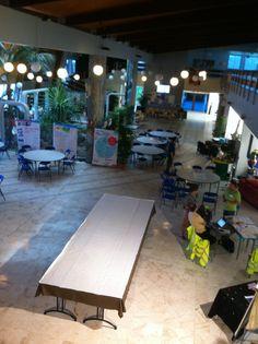 #Forum La Grande Halle est bien vide à l'heure de l'apéro en terrasse ;)