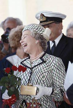 Queen Liz, Hm The Queen, Her Majesty The Queen, Queen Elizabeth Ii, Queen Elizabeth Laughing, Qe 2, Hampshire England, British Monarchy History, Queen Pictures