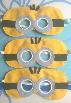Mascara do Minions em feltro, com elástico para melhor ajustar na cabeça da cr... - #ajustar #cabeça #cr #da #elastico #Em #feltro #mascara #melhor #minions #na #Para Small Sewing Projects, Craft Projects For Kids, Diy Crafts For Kids, Sewing Crafts, Minion Craft, Felt Cupcakes, Crochet Mask, Felt Mask, Kids Ride On