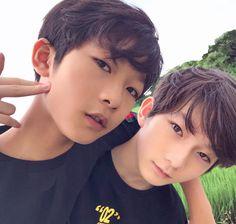 埋め込み Cute Asian Babies, Young Cute Boys, Cute Asian Guys, Asian Kids, Cute Korean Boys, Cute Teenage Boys, Pretty Asian, Cute Kids, Kids Cast