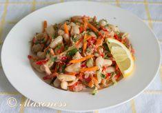 Салат из тунца с фасолью и огурцом