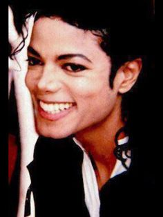 His smile is just...... BEAUTIFUL!!