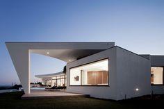 House Colunata by Mario Martins