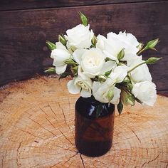 You can never go wrong with white garden roses... #flowerfact