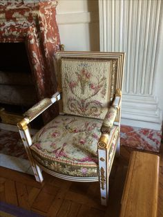 Versailles April) wish could find designs like this in fabric ! Old King, Palace Of Versailles, 18th Century Fashion, French Furniture, Take A Seat, Chair Fabric, Louis Xvi, Marie Antoinette, Styles
