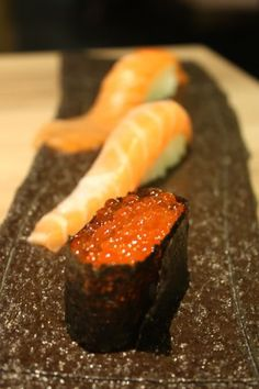 Salmon Trio, Caterpillar Sushi and Ikura Caviar Gunkan-Maki|親子寿司(サーモンにぎり&いくらの軍艦巻き)