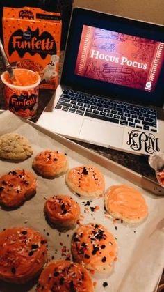 Halloween Tags, Halloween Season, Fall Halloween, Happy Halloween, Halloween Party, Halloween Baking, Halloween Inspo, Halloween Snacks, Halloween 2019