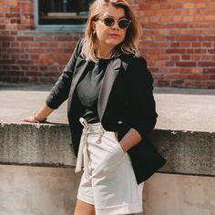 Geht immer: Shorts von Pieces und Blazer von SassyClassy. Mehr Inspiration gibts auf Instagram @frieda.hintze... Blazer And Shorts, Leather Skirt, Fashion Inspiration, Skirts, Instagram, Leather Skirts, Skirt, Gowns
