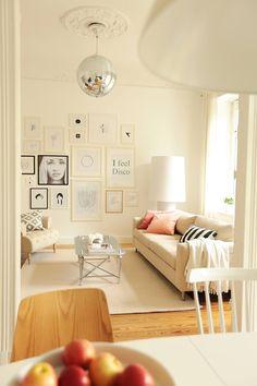 Wohnzimmer: Hell, Weiß, Creme, Streifen, Couch, Lampe, Leuchte,