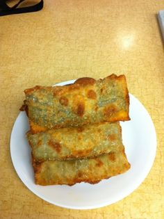 Chile Rellenos using eggroll wrappers!  So crispy and no soggy egg battered rellenos here!  Sooo many filled you can use aside from green chiles:  apple pie filling, cheeseburger fillings, mozzarella string cheese stick...Eggroll wrappers are so versatile!!