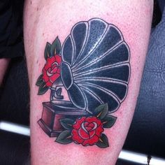 tattoo old school / traditional ink - gramaphone record player