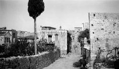 Καλαμωτή Χίου, Κάτω Πόρτα, γύρω στα 1935 Έλλη Παπαδημητρίου Chios, Good Old, Greece, Memories, Island, Artwork, Painting, Greece Country, Memoirs