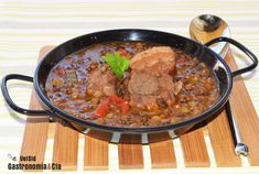 Receta de Lentejas con costilla Spanish Dishes, Spanish Food, Portuguese Recipes, Portuguese Food, Cook At Home, Stew, Cooking Recipes, Meat, Libra