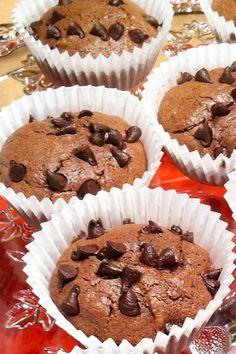 """Queques super simples e rápidos, super baratos e super """"nhami nhami"""" têm textura de brownie, pepitas de chocolate e sabor a Nutella. Crepes, Ny Food, Double Chocolate Brownies, Biscuit Bread, Bread Cake, Pudding Cake, Food Journal, Cupcakes, Mini Desserts"""