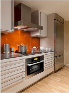 For you who wish to get cheerful vibes, look no further than kitchenette orange kitchen backsplash. Kitchen And Bath, New Kitchen, Kitchen Dining, Kitchen Decor, Kitchen Sinks, Kitchen Interior, Kitchen Ideas, Sweet Home, Cuisines Design
