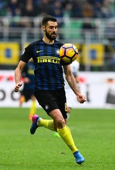 """CORRECTION - Inter Milan's Italian midfielder Antonio Candreva controls the ball during the Serie A match between Inter Milan and Empoli FC at """"San Siro"""" Stadium in Milan on February 12, 2017. . / AFP / MIGUEL MEDINA / The erroneous mention[s] appearing in the metadata of this photo by MIGUEL MEDINA has been modified in AFP systems in the following manner: [Inter Milan's Italian midfielder Antonio Candreva] instead of [Inter Milan's Argentinian forward Rodrigo Palacio ]. Please immediately…"""