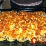 Drevorubačska bašta: Vrstvený bravčový pekáč so zemiakmi, cibuľkou a takou výboronou omáčkou, že ju budete vyjedať priamo z plechu!