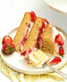 Strawberry Shortcake - gorgeous three-layered classic dessert featuring sweet yellow cakes filled with cream cheese filling and macerated strawberries Strawberry Trifle, Strawberry Shortcake, Round Cake Pans, Round Cakes, Healthy Southern Recipes, Healthy Meals, Baking Recipes, Dessert Recipes, Drink Recipes
