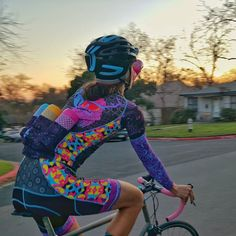 use #bluehippobikegarb with your kit posts to have a chance to win the last 3 #bluehippobidons one of each color! (details to come after the holidays) . Man the @panachecycle kits turned out great the printing looks amazing and they feel fantastic! Every day last week I had to ride with some homies in matching garb felt good while lookin good too! Thanks to everybody for their posts inquiries and support. The first wave of kits went over great there will be another wave a little after the…
