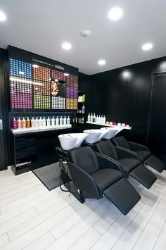 Barber Shop Interior, Hair Salon Interior, Beauty Room Salon, Beauty Salon Design, Home Hair Salons, Home Salon, Rustic Salon Decor, Beauty Shop Decor, Spa Interior Design