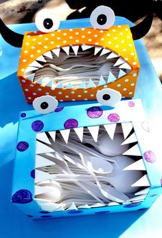 What a great idea for monster parties! A DIY monster cutlery dispensor, What a great idea for monster parties! A DIY monster cutlery dispensor, Festa Monster High, Little Monster Party, Monster Inc Party, Monster Box, Monster Mash, Little Monster Birthday, Monster 1st Birthdays, Monster Birthday Parties, Diy Monster Birthday Decorations