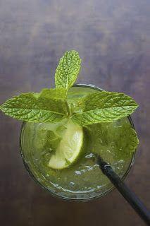 Recette de punch à l'ananas grillé à la plancha,parfumé au gingembre, à la menthe. Un apéro maison, parfumé, original préparé à la plancha. Prenez de l'ananas frais, faites le griller à la plancha, ajoutez citron, menthe fraîche, noix de coco, sucre, soda au gingembre (canada dry, schweppes). Faites le punch comme il vous plait, sans alcool ou avec alcool (un peu comme un mojito).