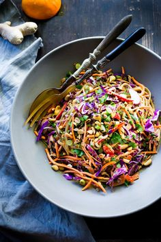 Thai Noodle Salad with Peanut Sauce- loaded up with healthy veggies and the BEST peanut sauce eeeeeeeeeever! Healthy Rice Noodles, Rice Noodle Recipes, Thai Noodle Salad, Thai Noodles, Rice Noodle Salads, Thai Peanut Noodles, Thai Chicken Salad, Rice Pasta, Best Salad Recipes
