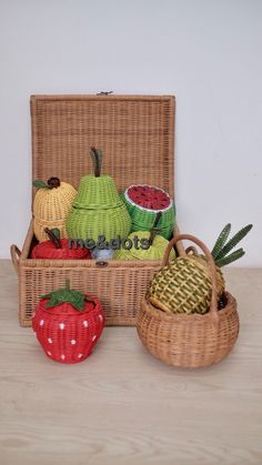 rattan fruits Recycled Paper Crafts, Newspaper Crafts, Wooden Crafts, Diy And Crafts, Paper Weaving, Weaving Art, Willow Weaving, Basket Weaving, Rattan Basket