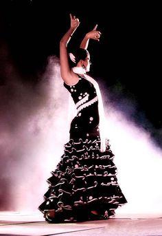 The strength and passion of Flamenco. Spanish Dancer, Spanish Music, Flamenco Costume, Ballerina Dancing, Dance Movement, Shall We Dance, Last Dance, Ballroom Dancing, Dance Art
