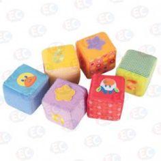 Cubos de diferentes colores y texturas. Los bebés aman, tocar, sentir, morder, jugar con sus manitas. Estos cubos son perfectos para ellos. www.lacasadelaeducadora.com