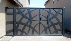 50 The Best Gate Design That You Have to Try in Your Home - decortip Iron Main Gate Design, Home Gate Design, Front Gate Design, Steel Gate Design, Door Design, Gate Designs Modern, Metal Gate Designs, Modern Gates, Wrought Iron Driveway Gates
