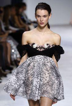 EN IMAGES. Haute couture : la romance de Giambattista Valli