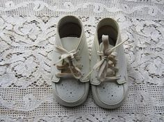 Vintage Pair Of Buster Brown White Baby Shoes Size 2 Leather