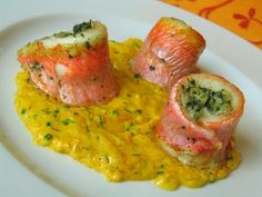 Red mullet with saffron sauce La Cuisine De Marie Shellfish Recipes, Seafood Recipes, New Recipes, Vegan Recipes, Cooking Recipes, Chefs, Low Carb Diet Plan, Healthy Appetizers, Fish And Seafood