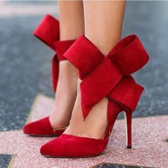 Va va voom! These red heels are calling your name. PC: ModWedding #heels #stiletto #weddingchicks #bows #red