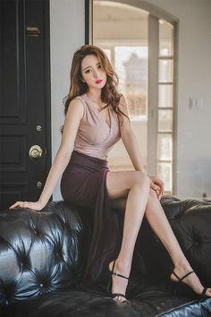 Beautiful Asian Women, Beautiful Legs, Korean Beauty, Asian Beauty, Asian Fashion, Girl Fashion, Cute Asian Girls, Lady, Asian Woman