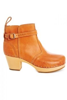 A touch of summer color--perfect for livening up winter. (Swedish Hasbeens clogs) #SwedishHasbeens