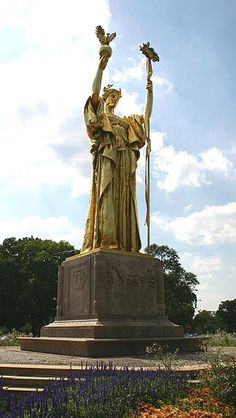 """The Republic"" — statue in Jackson Park, Chicago, IL, USA (Replica of Daniel Chester French's Statue of the Republic at the site of the World's Columbian Exposition) Illinois, Wassily Kandinsky, Jackson Park Chicago, Bolivia, Barack Obama, The Golden Lady, Chicago Museums, Chicago Art, Chicago Buildings"