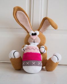 Coco Belle by Maken met Naat Easter Crochet, Crochet Bunny, Amigurumi Patterns, Knitting Yarn, Easter Bunny, Tweety, Valentines, Dolls, Bunnies
