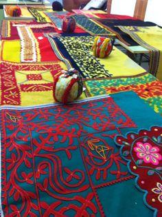 DON SANCHO Música y Baile Tradicional de Zamora Surface Pattern Design, Pattern Art, Mexican Textiles, Mexico Art, Wool Embroidery, Art Textile, Spain Culture, Visionary Art, Fabric Patterns