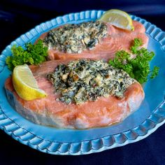 Salmon Fillets with Spinach for Two Salmon Recipes, Seafood Recipes, Cooking Recipes, Cooking Fish, Meat Recipes, Fish Dishes, Main Dishes, Salmon Dishes, Seafood Dishes