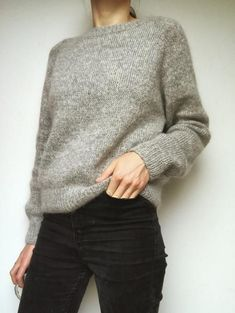 No frills sweater No frills sweater Record of Knitting Wool spinning, weaving and sewing careers such as for example BC. Raglan Pullover, Pullover Mode, Sweater Knitting Patterns, Knitting Sweaters, Office Outfits, Sweater Weather, Pulls, Minimalist Fashion, Long Sleeve Sweater