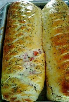 Elza Campanucci Pizza Bread Recipe Click Translate to change the language Bread Recipes, Cooking Recipes, Healthy Recipes, Salty Foods, Portuguese Recipes, Thanksgiving Recipes, Love Food, Sandwiches, Food Porn