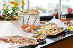 Die liebevoll zubereiteten Spezialitäten des Restaurants basieren auf der bodenständigen Schwäbischen Küche. Traditionsgerichte aus Oberschwaben, wie Maultaschen und Spätzle stehen in unserem Hotel natürlich immer auf der Karte, allerdings veredelt mit saisonalen Zutaten wie Spargel oder Bärlauch.